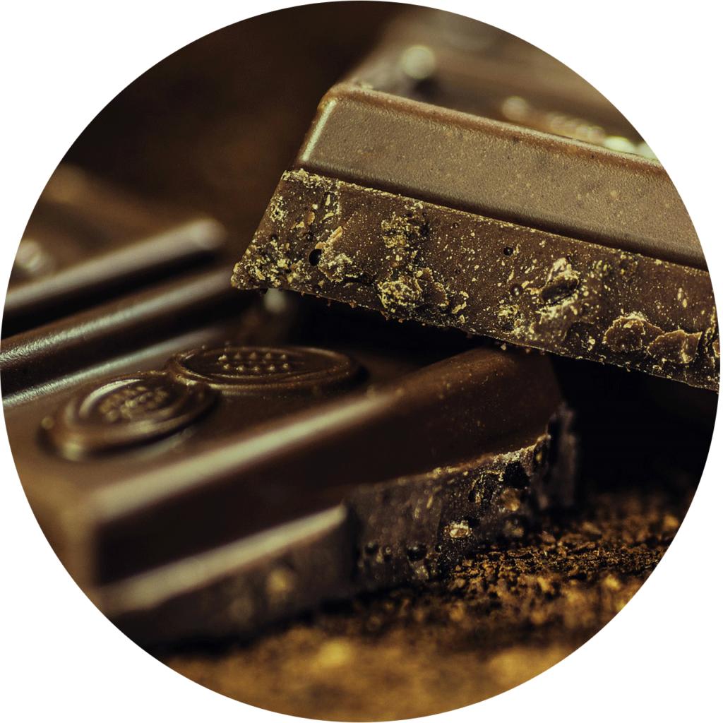 deux morceaux du chocolat noir un bon aphrodisiaque