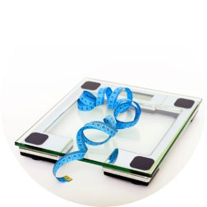 une balance avec un metre qui signale que yohimbine aide perdre le poids